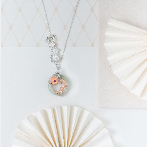 Image of a neck-chain with sakura flower designs