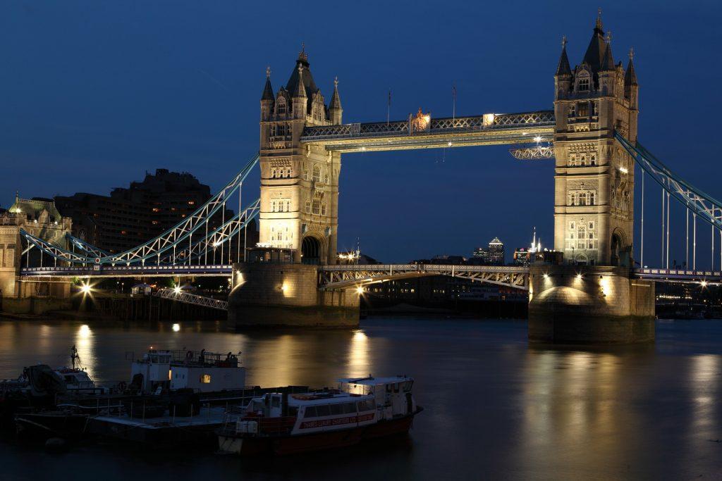 London-tower-bridge-is-faling-down